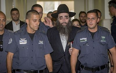 Rabbi Yoshiyahu Yosef Pinto arrives to testify in Jerusalem District Court on August 1, 2016. (Yonatan Sindel/Flash90)