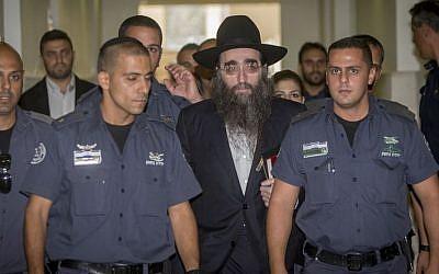 Rabbi Yoshiyahu Yosef Pinto arrives to testify in Jerusalem District Court on August 1, 2016. (Yonatan Sindel/Flash90)