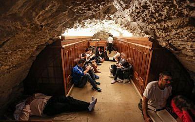Tisha B'Av prayers at the Wall Western tunnels in the Old City of Jerusalem, August 13, 2016. (Yaakov Lederman/Flash90)