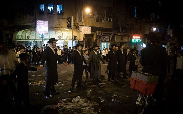 Illustrative. Ultra-Orthodox men protest against the arrest of an IDF draft-dodger, in Jerusalem August 19, 2016. (Yonatan Sindel/Flash90)