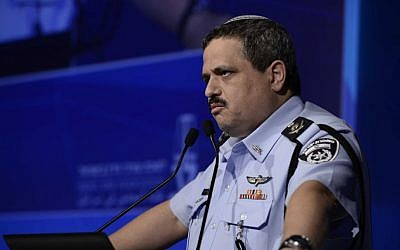 Police Commissioner Roni Alsheich speaks in Tel Aviv, August 30, 2016. (Tomer Neuberg/Flash90)
