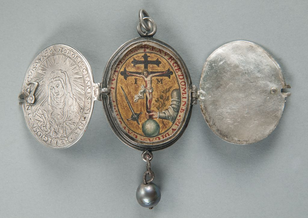 Locket with Inquisition emblem, Mexico, seventeenth century, Unidentified artist; Silver, gold, and oil on copper. (Courtesy)