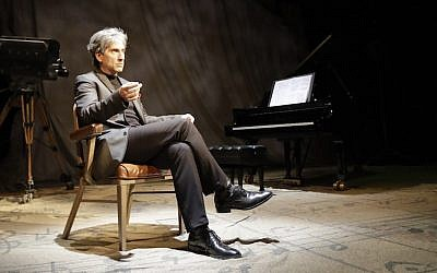 Hershey Felder as Leonard Bernstein in 'Maestro' (Courtesy of Hershey Felder Presents/via JTA)