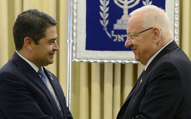 Honduras President Juan Orlando Hernández meets Israel's President Reuven Rivlin in Jerusalem, October 2015. (Mark Nayman/GPO/Wikipedia/CC BY-SA 3.0)