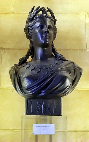 The bust of a covered Marianne sculpted by Théodore Doriot and displayed in the French Senate