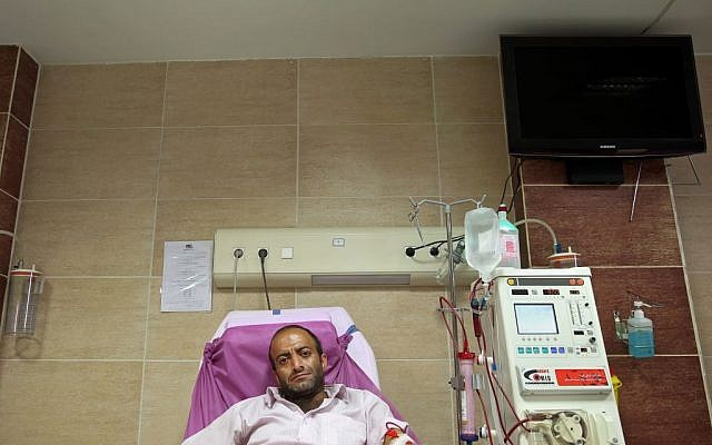Hamidreza Amiri uses a dialysis machine as he waits for kidney transplant at a clinic in downtown Tehran, Iran, August 6, 2016. (AP/Ebrahim Noroozi)