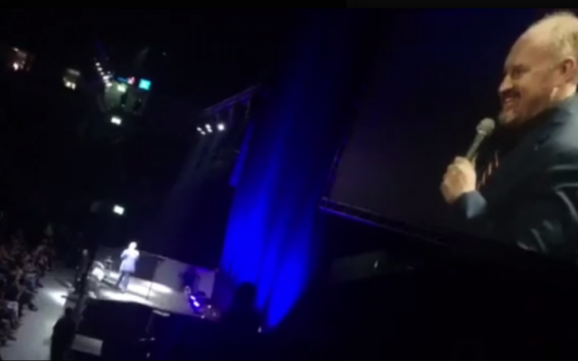 Louis C.K. on stage at the Pais Arena in Jerusalem, August 18, 2016 (Facebook)