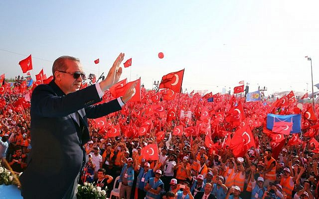 Turkish President Recep Tayyip Erdogan waves to the crowd during a Democracy and Martyrs' Rally in Istanbul, August. 7, 2016. (Kayhan Ozer/Presidential Press Service via AP)