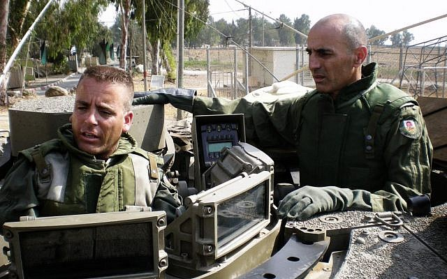 Gadi Shamni, right, at the time head of the IDF's Central Command, during an army training exercise, August 28, 2008. (IDF Spokesperson/Flash 90)