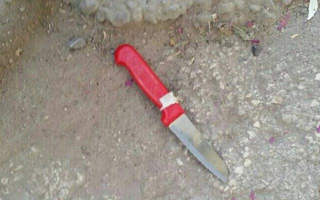 A knife allegedly used by a Palestinian woman in an attempted stabbing attack at a security checkpoint near the Tomb of the Patriarchs in Hebron on August 9, 2016. (Israel Police)