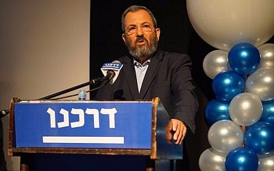 Former prime minister Ehud Barak speaks at a conference for the Darkenu organization in Rishon Lezion on August 17, 2016. (Neri Lider)