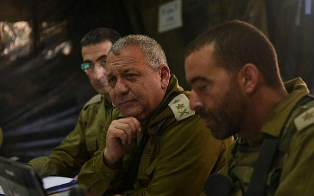 IDF Chief of Staff Gadi Eisenkot, center, visits a military exercise in the Golan Heights on August 25, 2016. (IDF Spokesperson's Unit)