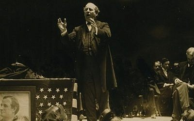 William Jennings Bryan giving a speech during his 1908 presidential campaign. (Public domain)
