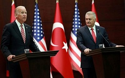 Turkish Prime Minister Binali Yildirim (R) and US Vice President Joe Biden (L) hold a joint press conference following their meeting on August 24, 2016 at the Cankaya Palace in Ankara. AFP /Adem Altan