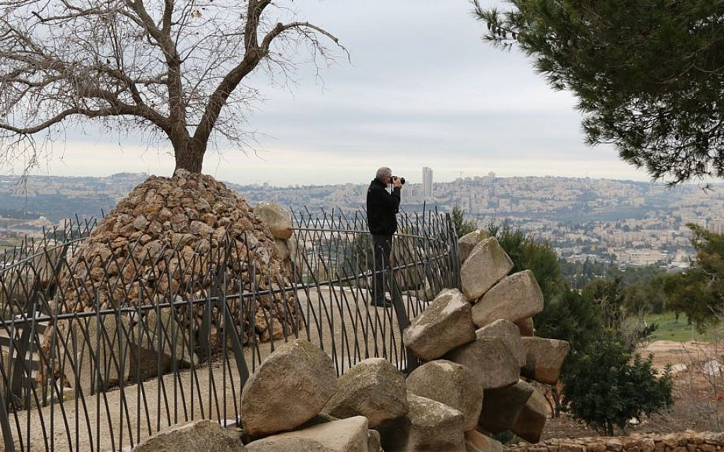 Kibbutz Secretary Jossef (Joha) Engel at Ramat Rachel's Yair Overlook. (Shmuel Bar-Am)