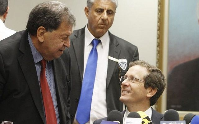 Labor Party chair Isaac Herzog, right, with MK Binyamin Ben-Eliezer at a party meeting, May 12, 2014. (Miriam Alster/Flash90)