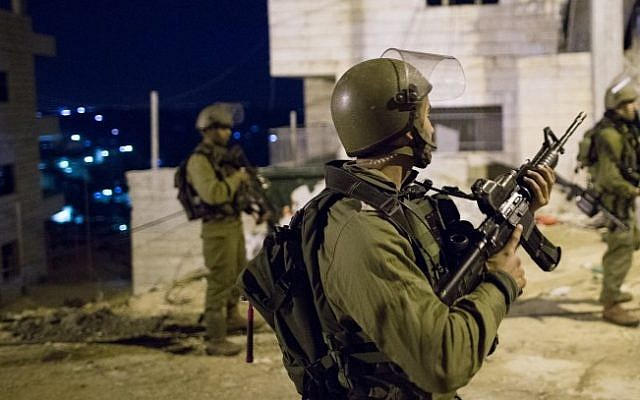 Illustrative: IDF soldiers during an arrest raid in the Dheisheh refugee camp, near the West Bank city of Bethlehem, on December 8, 2015. (Nati Shohat/Flash90)