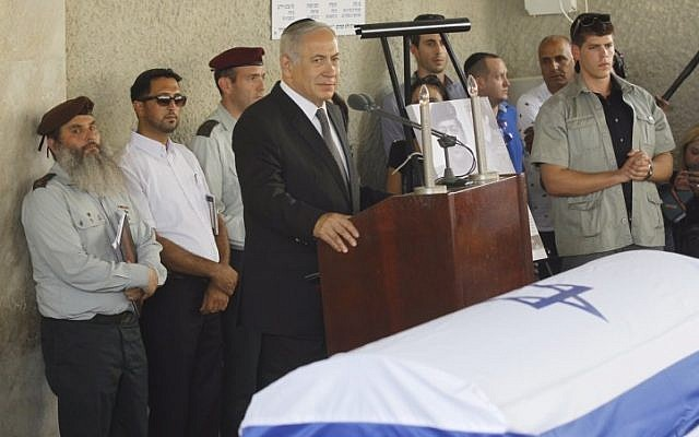 Prime Minister Benjamin Netanyahu speaks at the funeral of former parliament member Binyamin 'Fuad' Ben-Eliezer, who died on Sunday at the age of 80, August 30, 2016. (Miriam Alster/Flash90)