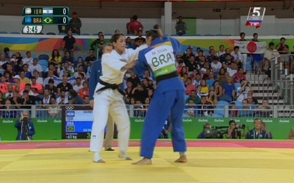 Israeli judoka Yarden Gerbi battles Brazil's Mariana Silva in the Olympic women's judo under-63 kilograms competition in Rio de Janeiro, August 9, 2016. (screen shot Channel 55)