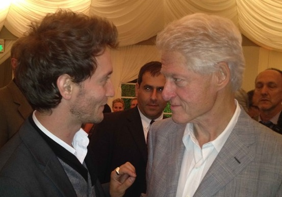 Israeli mentalist Lior Suchard speaks with former US president Bill Clinton (courtesy)