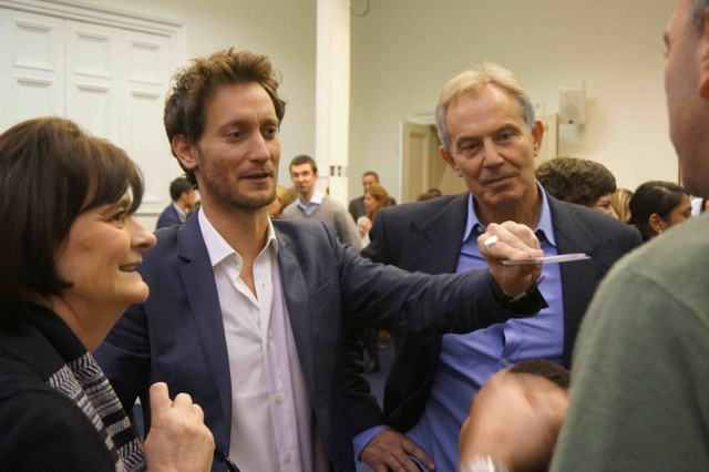 Israeli mentalist Lior Suchard reads a mind while former British prime minister Tony Blair and wife Cherie Blair look on (courtesy)