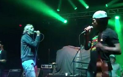 Matisyahu (left) and Kekoa Alama perform together at the Hollywood Palladium in California on August 12, 2016 (screen capture: Facebook)