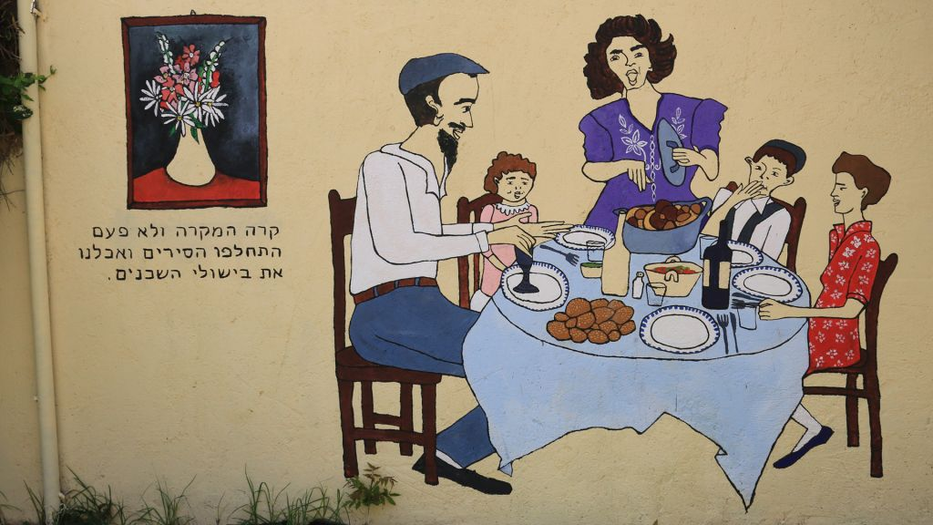 A mural depicting a communal dinner in the market neighborhood of Ohel Moshe. (Shmuel Bar-Am)