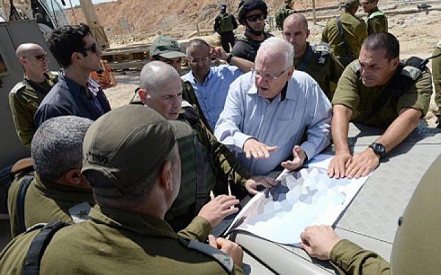 President Reuven Rivlin visiting southern Israel on August 23, 2016. Mark Neyman/GPO