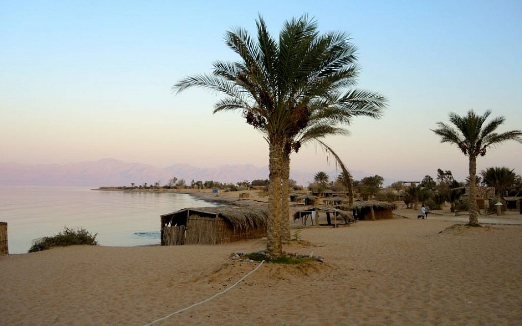 The simple straw huts, seen here at Big Dune Beach camp on August 14, 2016, are popular among Israeli Jewish tourists. Israeli Arabs and Europeans generally prefer hotels in built-up areas in Dahab, Taba, and Sharm El Sheikh. (Melanie Lidman/Times of Israel)