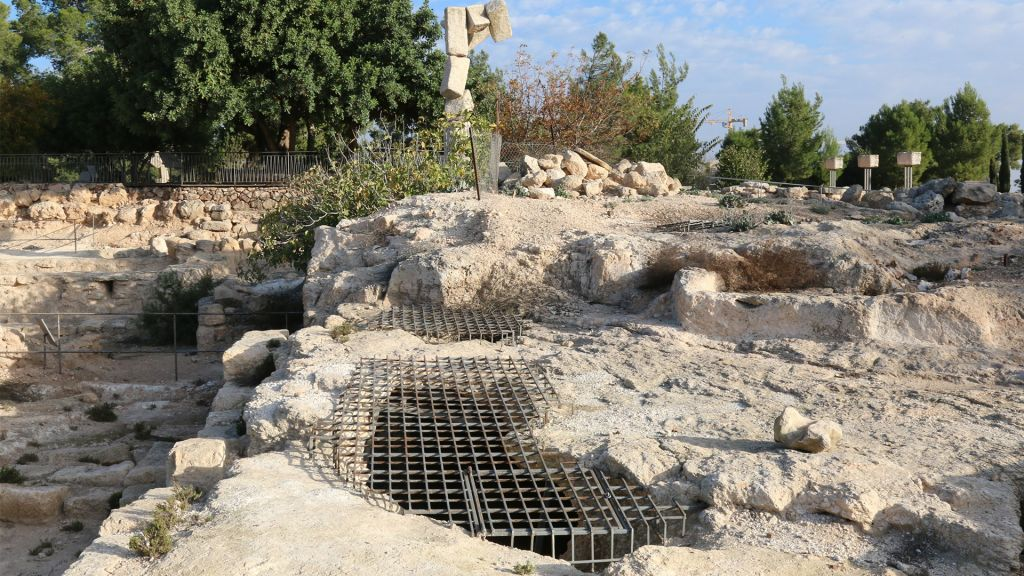 Roman-era Jews living in the Ramat Rachel area built the columbaria discovered at the site, which were used to raise doves. (Shmuel Bar-Am)