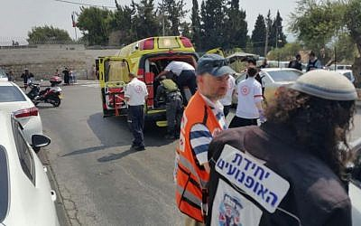 Rescue personnel attend the scene of a stabbing attack in the A-Tur neighborhood of East Jerusalem on August 11, 2016 (United Hatzalah)