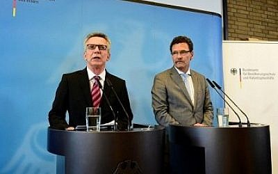 German Interior Minister Thomas de Maiziere (L) and President of the Federal Office of Civil Protection and Disaster Assistance (BBK) Christoph Unger hold a joint press conference in Berlin on August 24, 2016. AFP / Tobias Schwarz