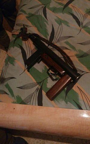 Illustrative. A 'Carlo'-style submachine gun found in Hebron on August 7, 2016. (IDF Spokesperson's Unit)