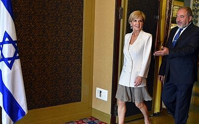 Defense Minister Avigdor Liberman meeting with Australian Foreign Minister Julie Bishop at the King David Hotel in Jerusalem, August 4, 2016. (Amos Ben-Gershom/GPO)
