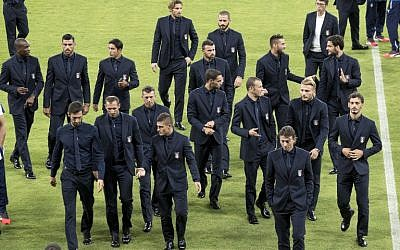 Italy's players arrive at the Sammy Ofer Stadium in Haifa, on September 4, 2016, on the eve of their Russia 2018 FIFA World Cup European Group G qualifier football match against Israel. )AFP PHOTO / JACK GUEZ)