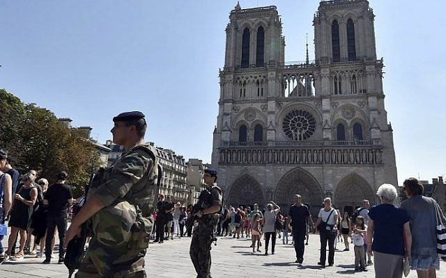French soldiers patrolling in front of Notre Dame cathedral in Paris on August 15, 2016. (AFP/Alain Jocard)
