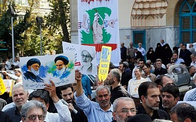Iranians hold portraits of Iran's Supreme Leader Khamenei (L), Bahraini Shiite cleric Sheikh Isa Qassim (C) and the founder of the Islamic republic Ayatollah Khomeini (R) during an anti-Saudi demonstration in Tehran on September 9, 2016. (AFP PHOTO/STR)