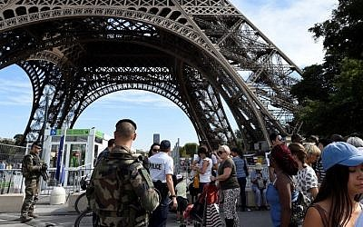 French soldiers patrol around the Eiffel Tower in Paris on September 10, 2016 (AFP/Miguel Medina)