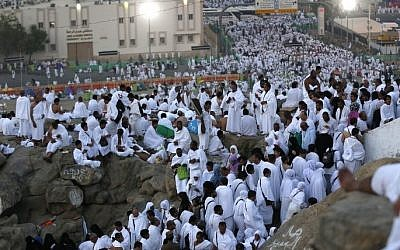 Muslim pilgrims arrive at Mount Arafat where the Prophet Muhammed is believed to have given his final sermon, near the holy city of Mecca, on September 11, 2016. (AFP/Ahmad Gharabli)