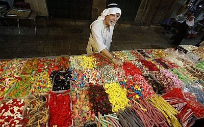 A Palestinian man buys sweets as Muslims shop in preparation for the holiday of Eid al-Adha at the market in the Old City of Jerusalem on September 11, 2016. (AFP PHOTO/HAZEM BADER)
