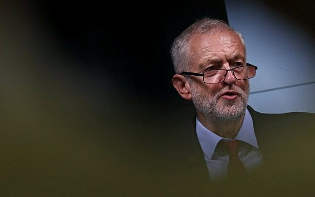 British opposition Labour Party leader Jeremy Corbyn delivers a speech on his party's plans for Britain, in central London on September 15, 2016. (AFP Photo/Adrian Dennis)