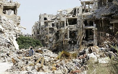 Destroyed buildings in the government-held Jouret al-Shiah neighborhood of the central Syrian city of Homs on September 19, 2016. (AFP PHOTO / LOUAI BESHARA)