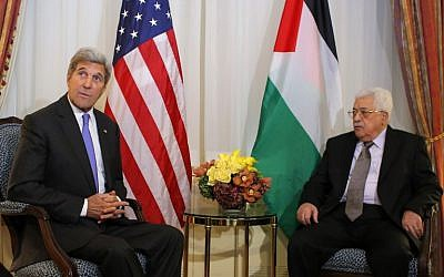 US Secretary of State John Kerry, with Palestinian Authority President Mahmoud Abbas in New York, September 19, 2016. (AFP/Kena Betancur)