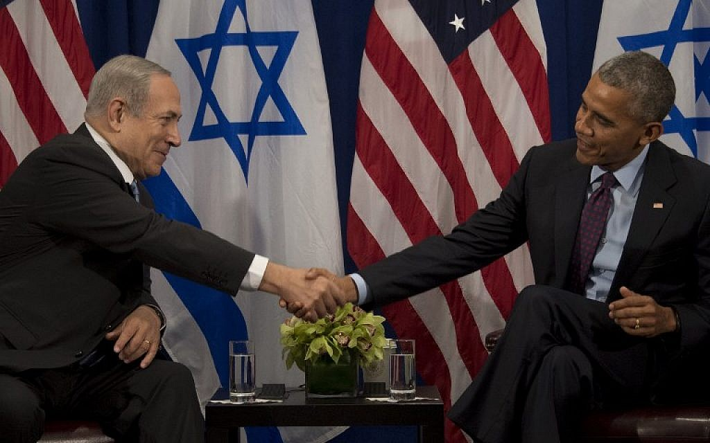 US President Barack Obama, right, shakes hands with Prime Minister Benjamin Netanyahu during a bilateral meeting in New York, September 21, 2016. (AFP/Jim Watson)