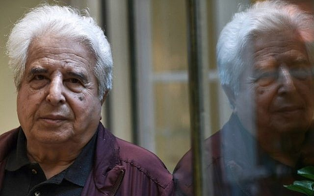 Israeli writer Saul Friedlander poses in a hotel in Paris, on September 22, 2016. (AFP/Christophe Archambault)