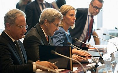 US Secretary of State John Kerry (C) and and EU High Representative Federica Mogherini, attend a meeting of the Middle East Quartet at the UN headquarters in New York on September 23, 2016. (AFP PHOTO/Bryan R. Smith)