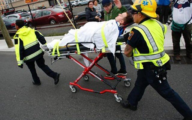 An injured man is evacuated at New Jersey Transit's rail station in Hoboken, New Jersey September 29, 2016. (AFP PHOTO / KENA BETANCUR)