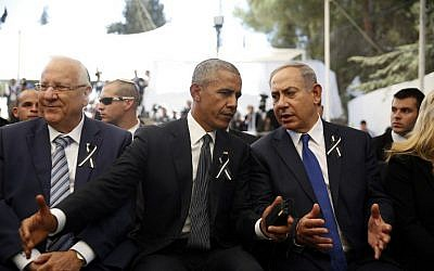 US President Barack Obama (C) speaks to Prime Minister Benjamin Netanyahu (R) as he sits next to President Reuven Rivlin (L) during the funeral of former president Shimon Peres on September 30, 2016, at Jerusalem's Mount Herzl national cemetery. (AFP PHOTO / POOL / RONEN ZVULUN)