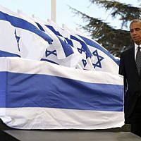 US President Barack Obama touches the coffin of former Israeli president and prime minister Shimon Peres after speaking during his funeral at Jerusalem's Mount Herzl national cemetery on September 30, 2016. (AFP/Pool/Abir Sultan)