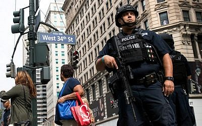 A member of the New York City Police Department stands guard in Herald Square, September 18, 2016 in New York City. (Drew Angerer/Getty Images/AFP)